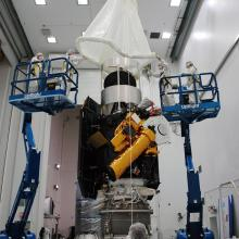 Crews Work to Cover the Spacecraft for Transport to SLC-17