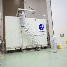 Preparing to Remove JUNO from the Transport Container