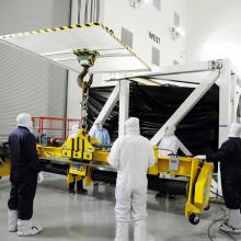 Removing the Spacecraft from the Transport Container