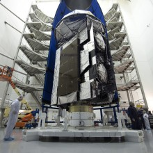Encapsulation of the MUOS-5 Spacecraft