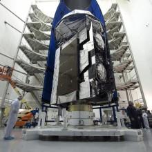 Encapsulation of the MUOS-5 Spacecraft